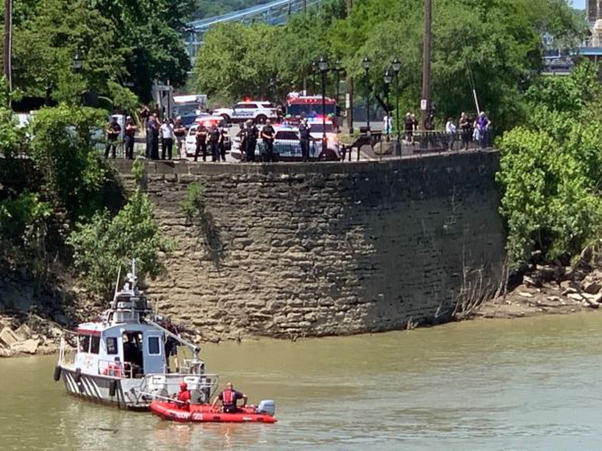 Boat rescue underway after van went into Ohio River