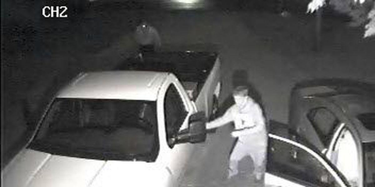 Deputies looking for suspects in Warren County vehicle break-ins