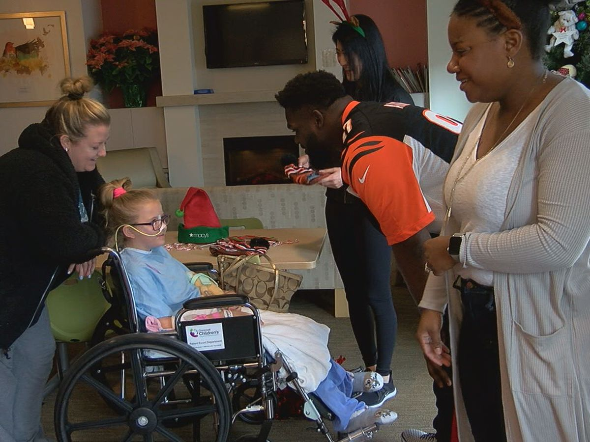Atkins week of giving hosts holiday party at Cincinnati Children's Hospital