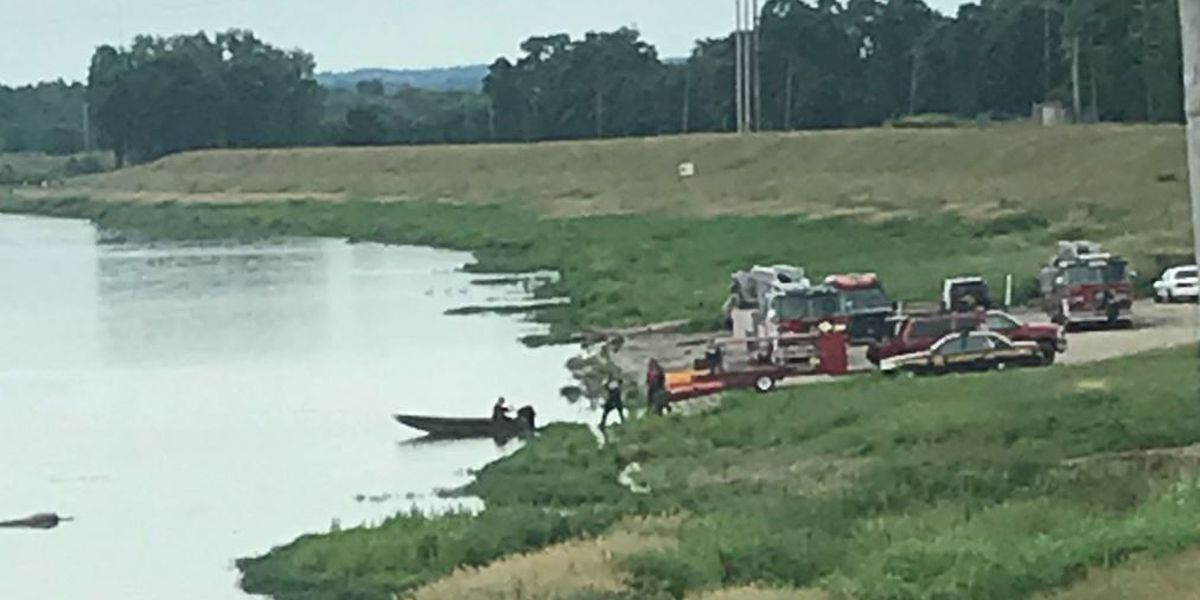 Divers searching for kayaker who flipped in Great Miami River in Hamilton
