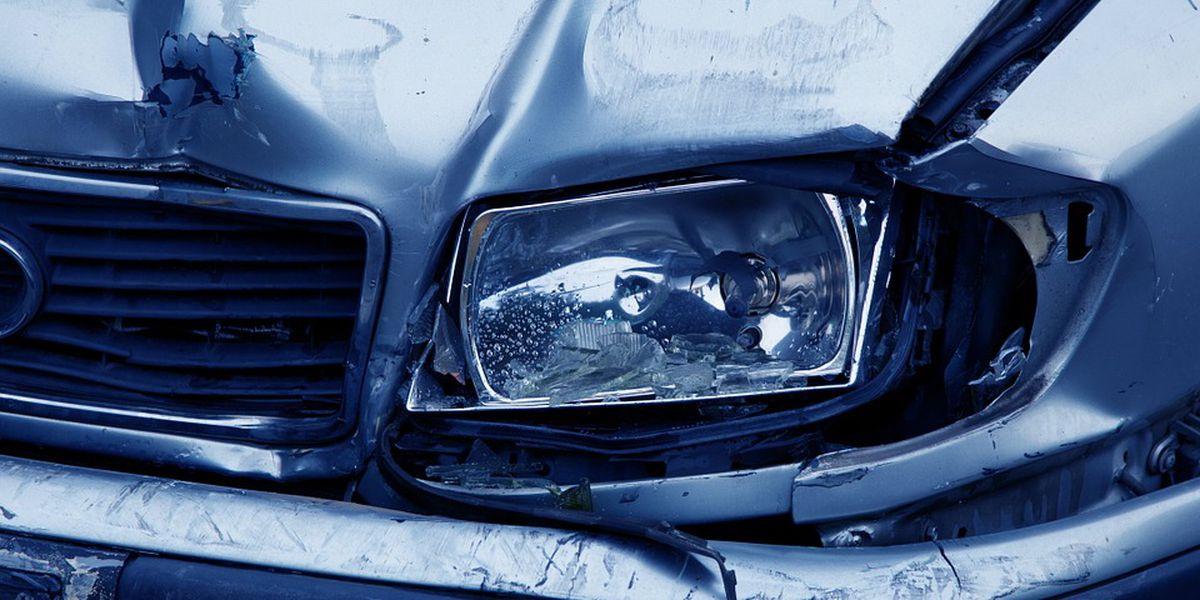 Car drifts left of center, kills 1 in Dixie Hwy crash