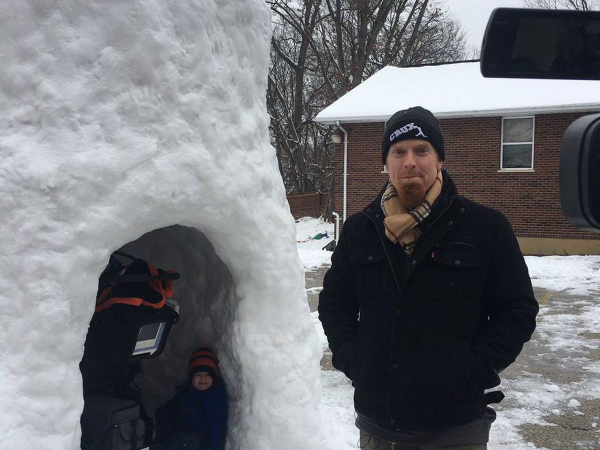 Area dad praised for building handicap-accessible snow fort