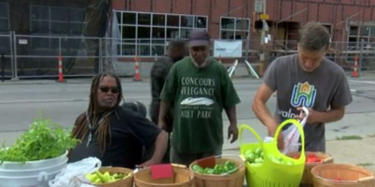 Non-profit brings pop-up produce stand to Walnut Hills