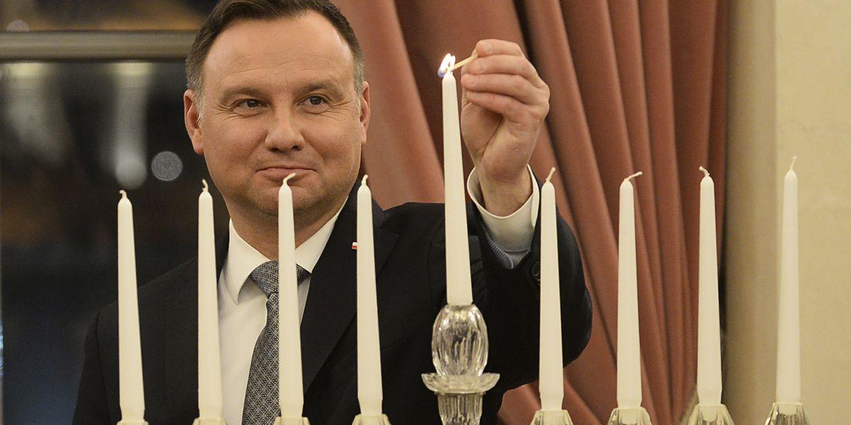 Poland's president, Jewish leaders light Hanukkah candles