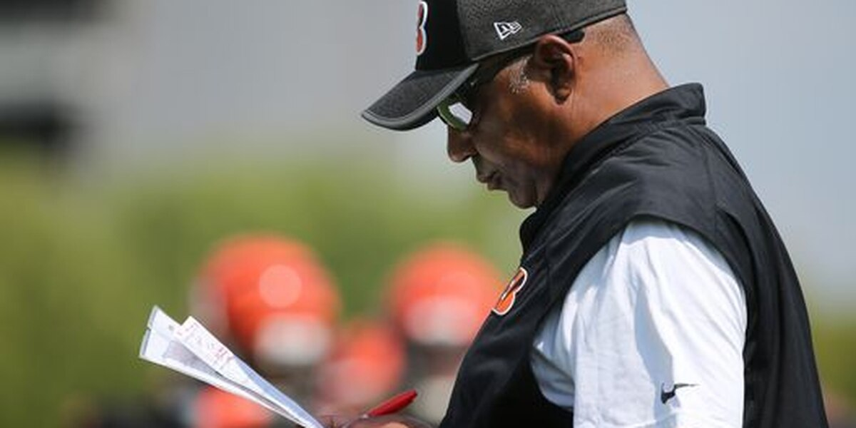 Bengals coach Marvin Lewis returns after minor health issue