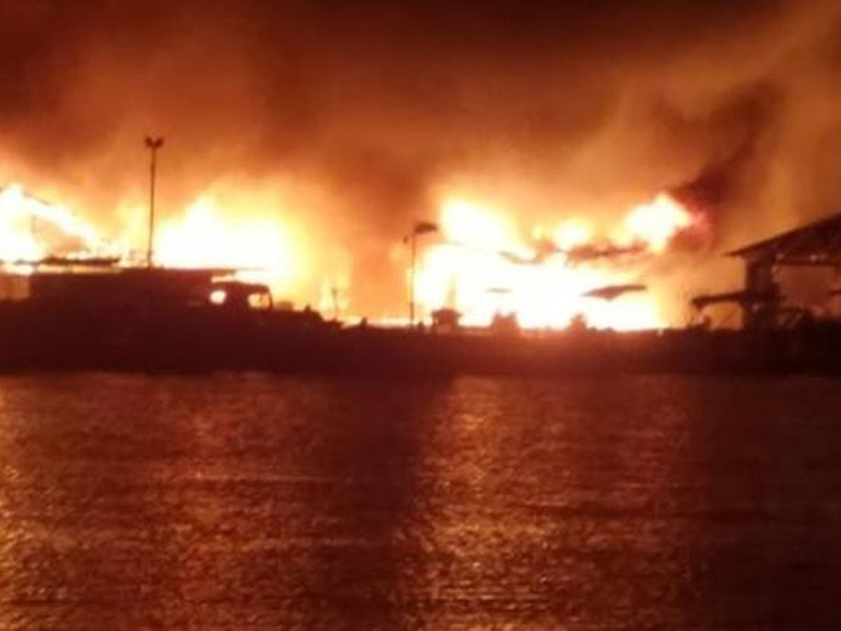 Lake Cumberland boat dock catches on fire