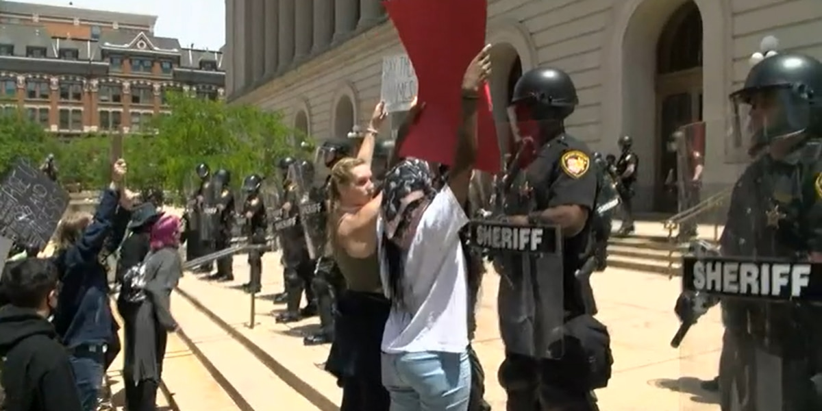 WATCH LIVE: 'I can't breathe' chants sound-out at Hamilton County Courthouse protest