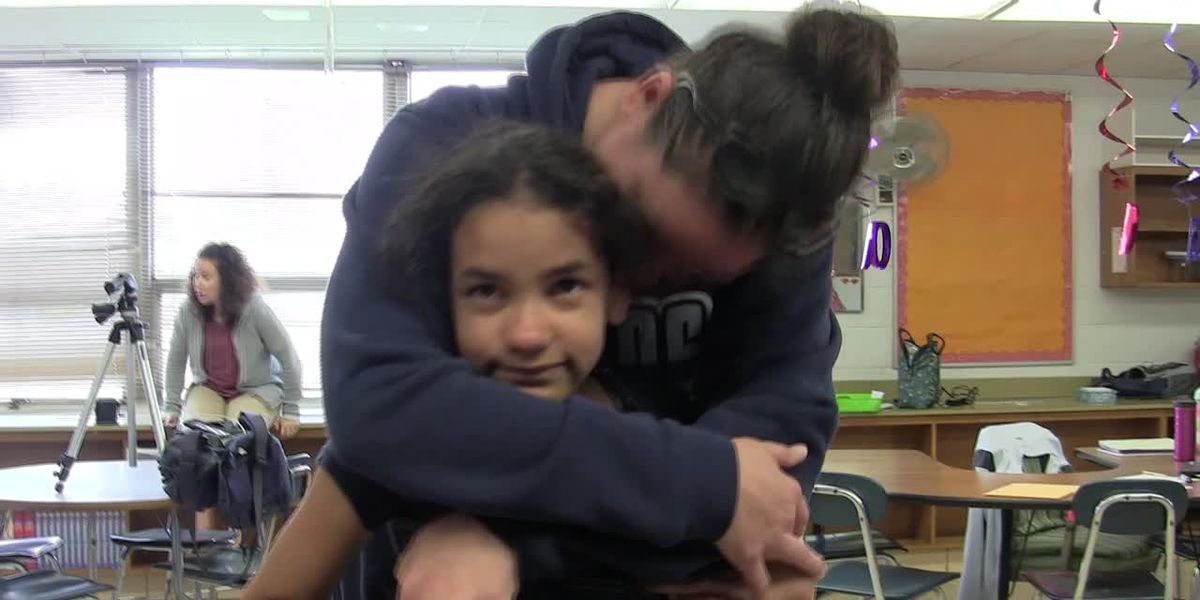 Deployed mom returns to surprise her third grade daughter in Brook Park (snackable)