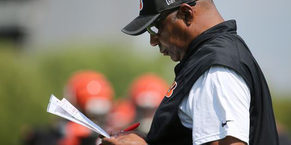 Bengals coach Marvin Lewis 'taking time away' for minor health issue