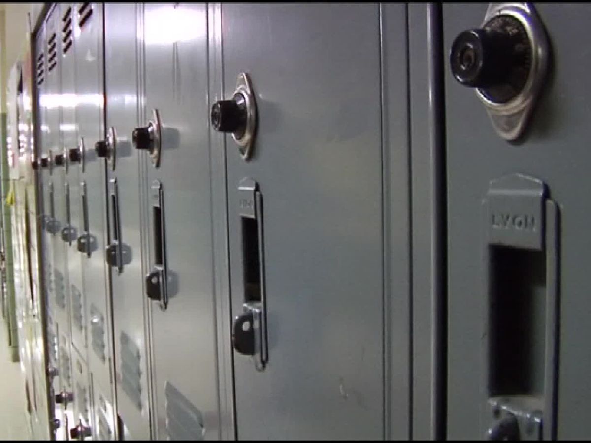 Cincinnati-area high school switching to four-day weeks