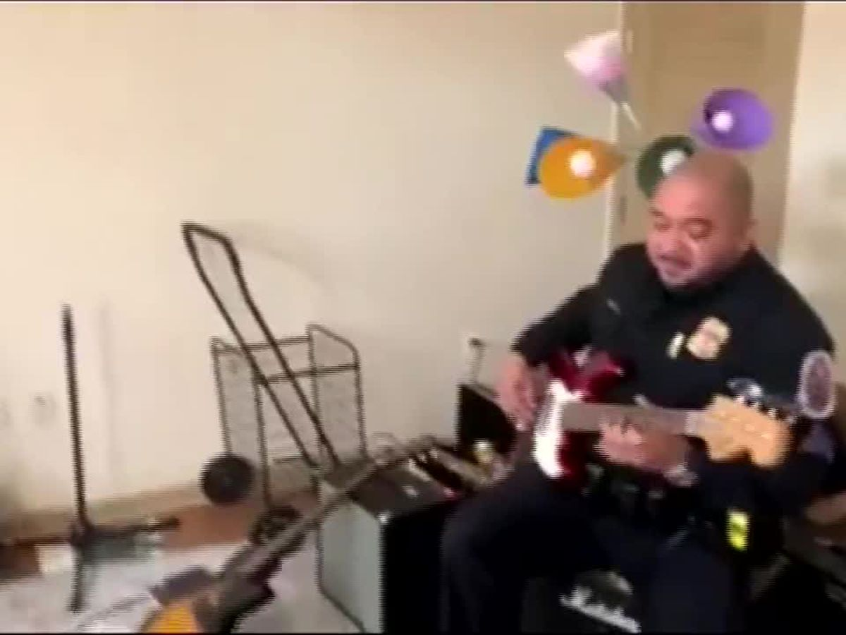 Officer plays music with autistic teen to calm him down