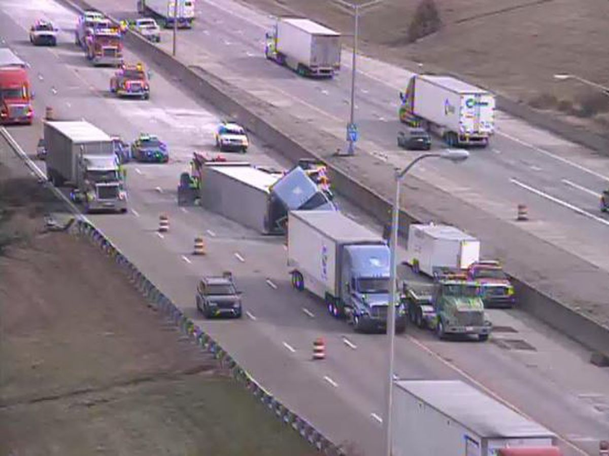 71/75 southbound at 275 reopens after semi crash