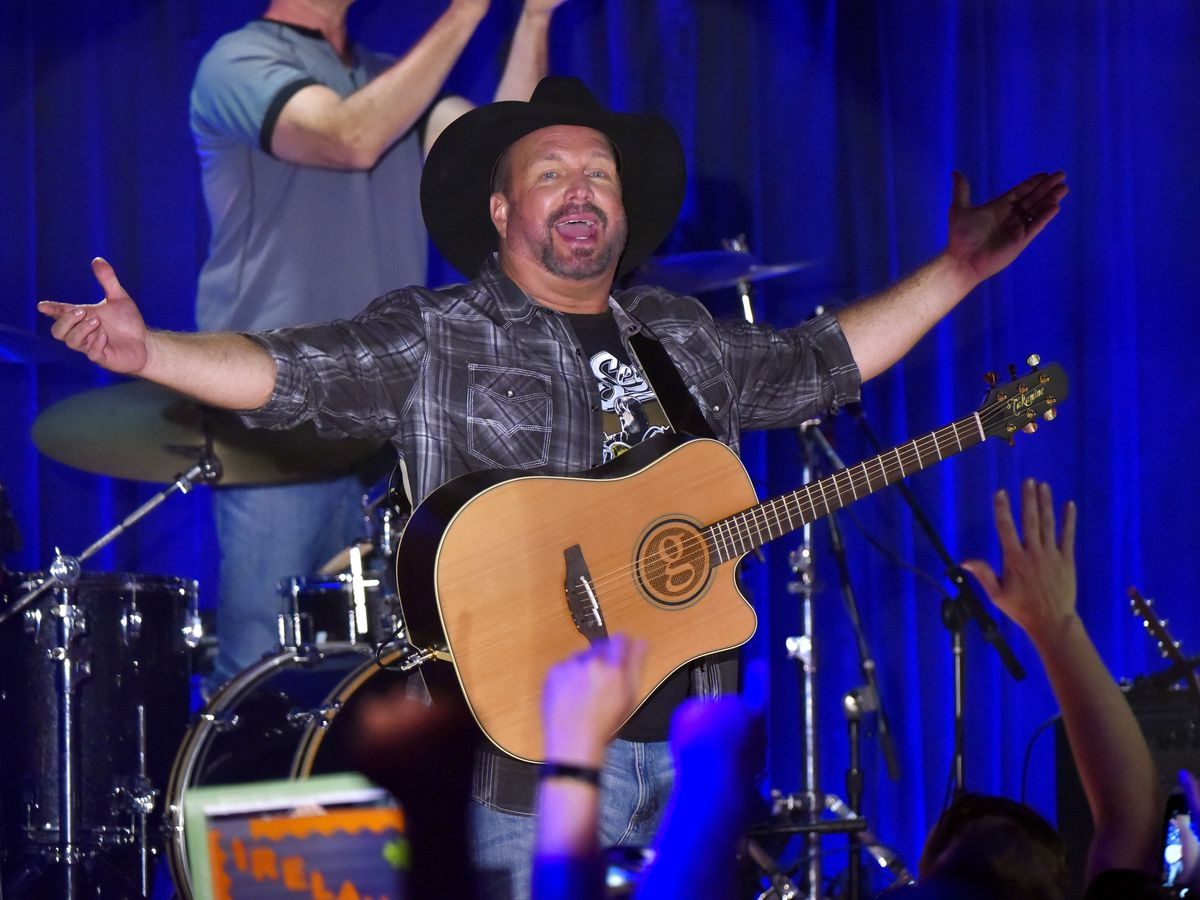 Garth Brooks is bringing his Dive Bar Tour to... Ohio!