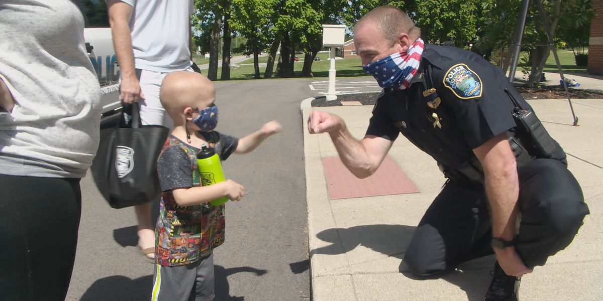Pediatric cancer survivor pins ribbons on police officers to spread awareness