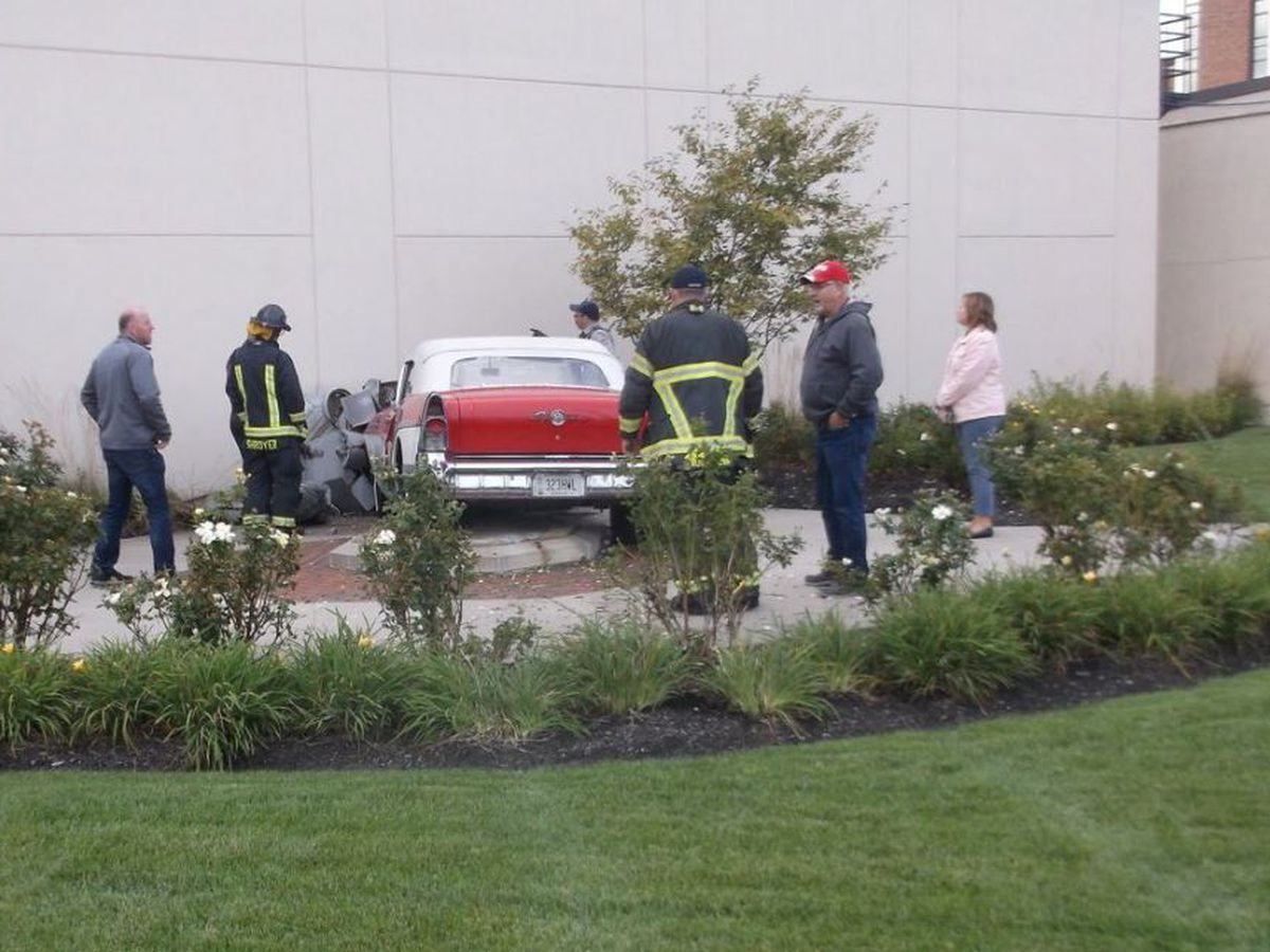 Classic car crashes into iconic fountain, both totaled