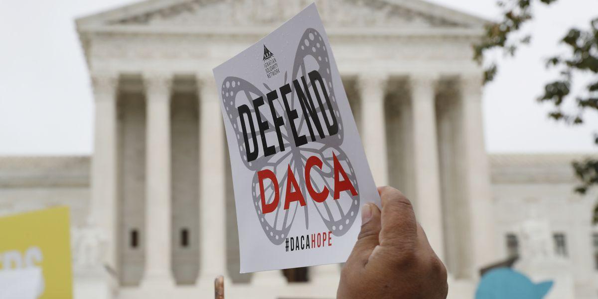 Judge: Trump administration must take new DACA applications