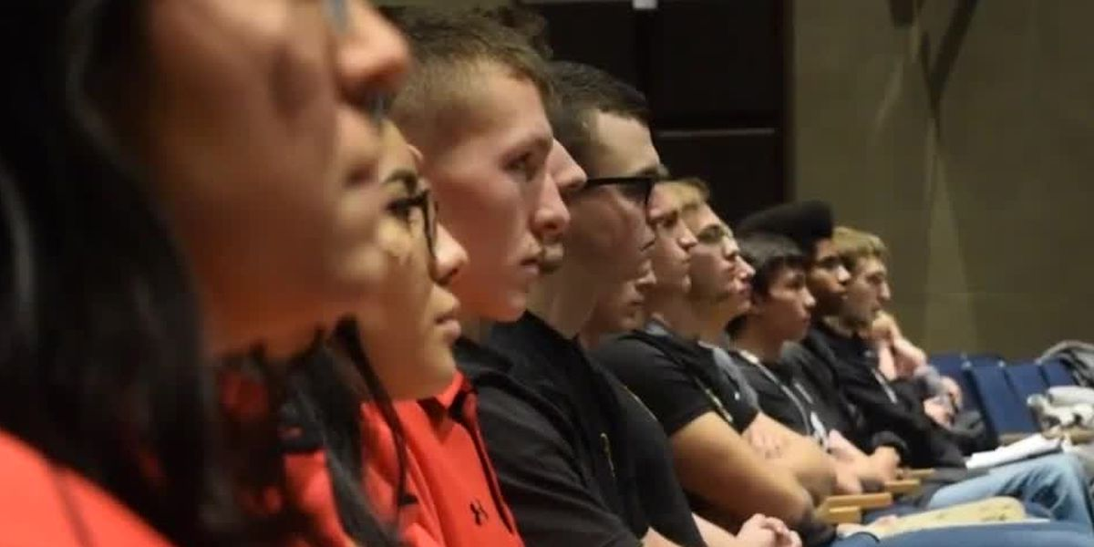 Astronaut joins swearing-in ceremony for Butler Co. military recruits