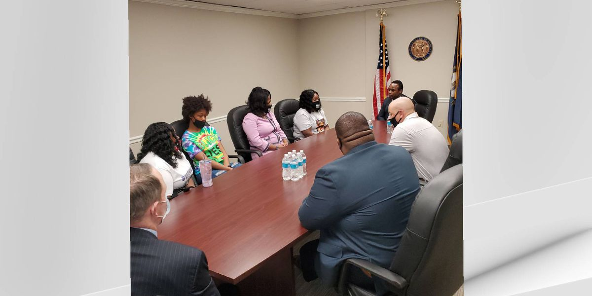 AG Daniel Cameron meets with Breonna Taylor's family