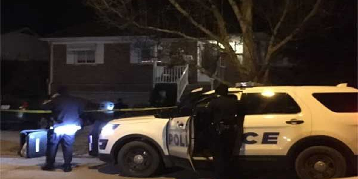 Teen shot in Mt. Airy home invasion, suspects on run