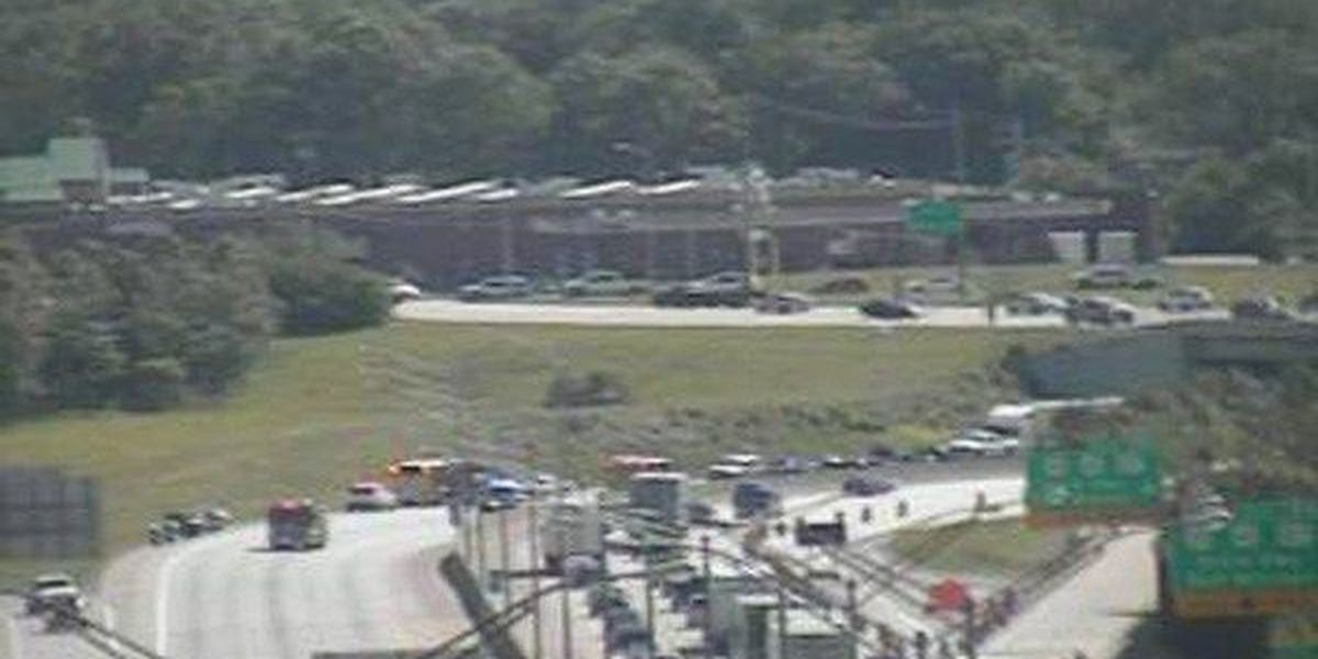 Police: 4 people transported after crash closes I-71/75 in Fort Mitchell