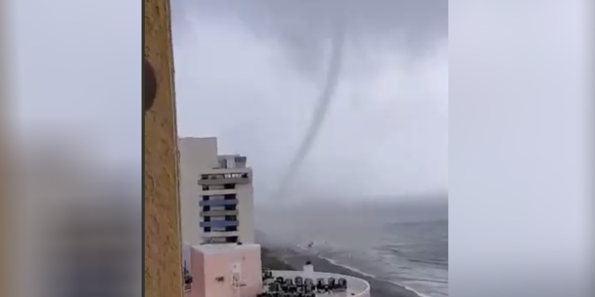 Tornado touches down in Myrtle Beach, sends beach chairs flying