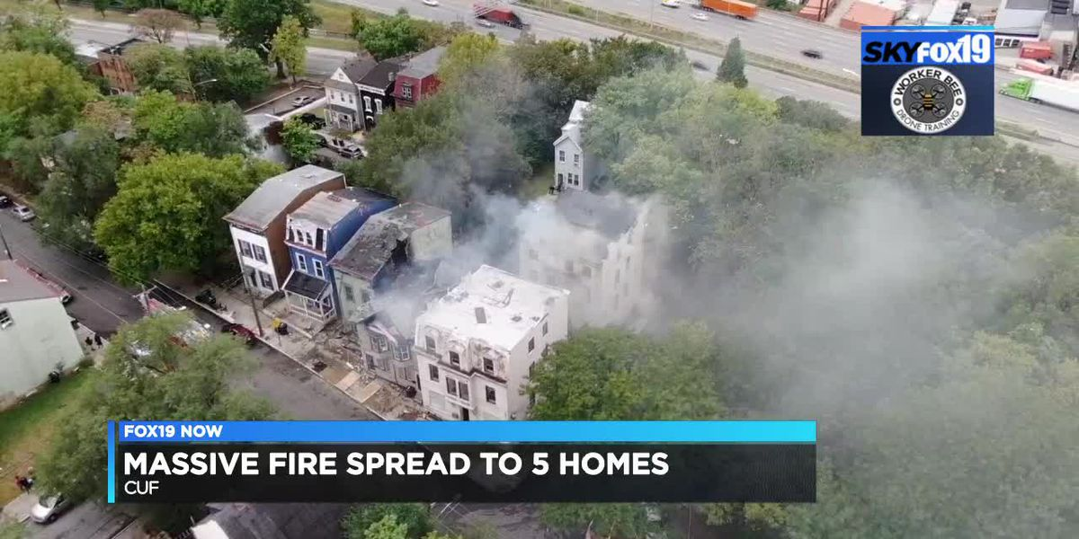 Massive fire spreads to 5 homes