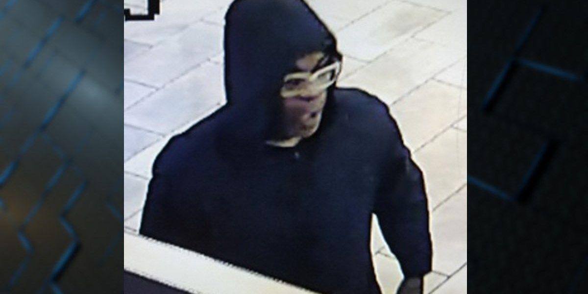 Cincinnati police looking for Panera Bread robbery suspect