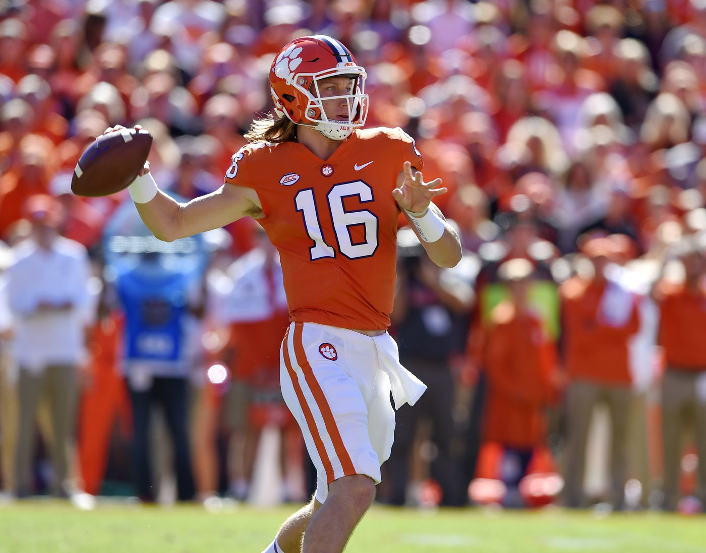 No. 2 Clemson keeps rolling with 77-16 win over Louisville