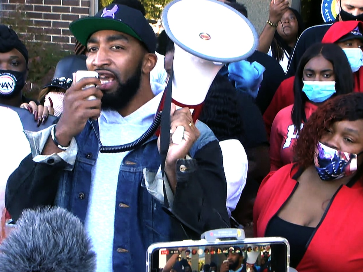 Breonna Taylor's mother leads rally outside of AG Daniel Cameron's office
