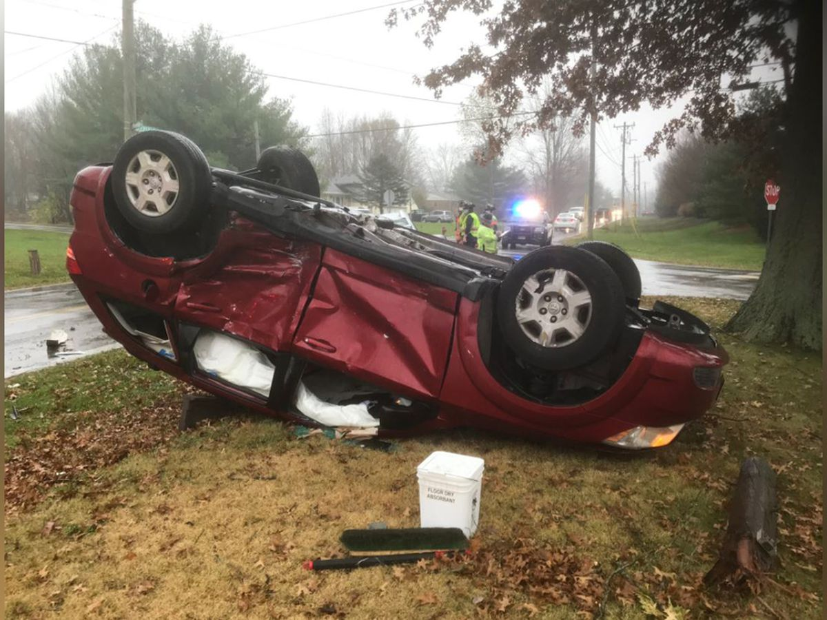 3 people hospitalized following 2 car crash in Clermont County