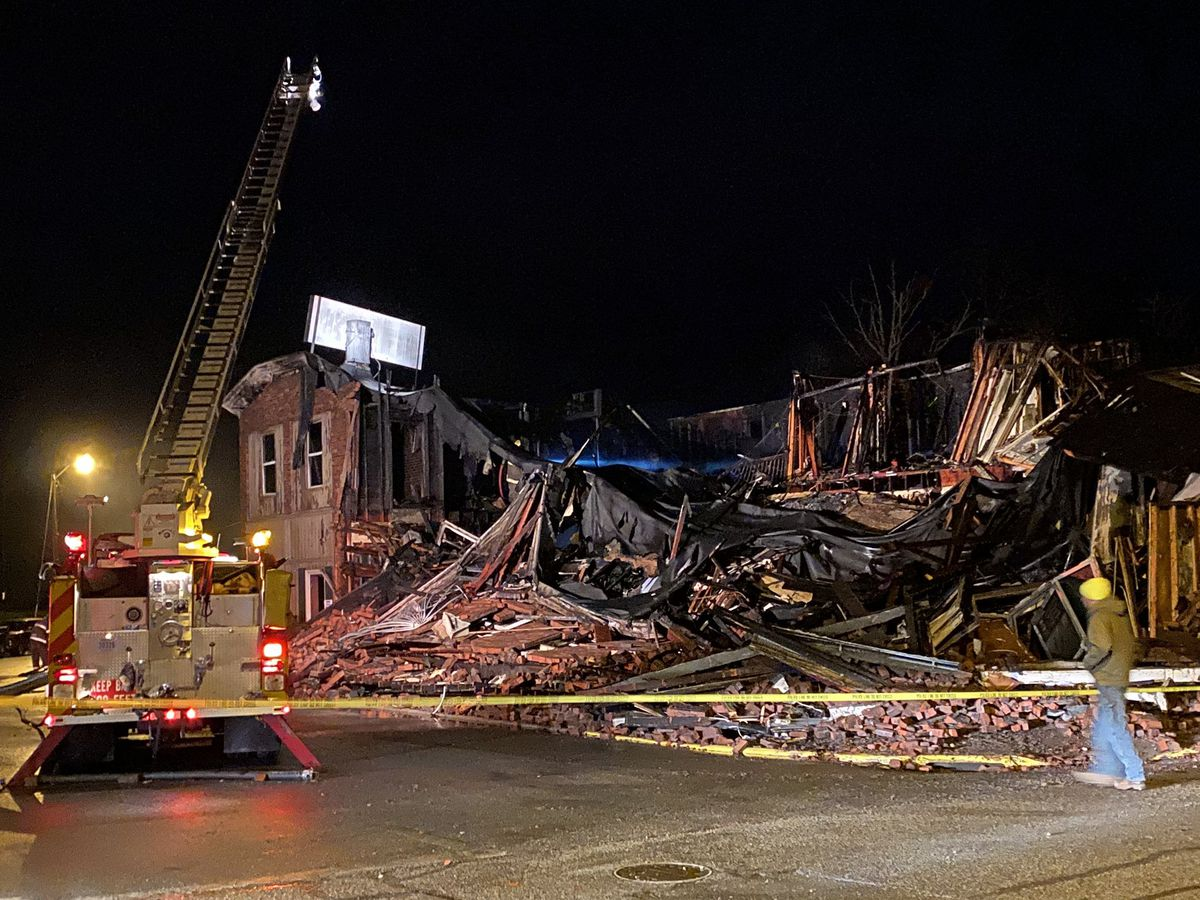 Community shows support for popular restaurant destroyed by fire