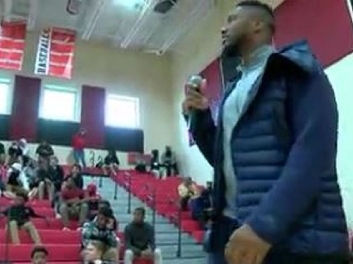 Carlos Dunlap, Bootsy Collins Foundation take on bullying at Mt. Healthy High School