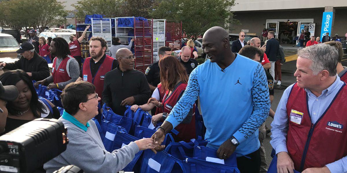 buy popular b1931 21cf2 NBA legend Michael Jordan delivers Thanksgiving meals, makes ...