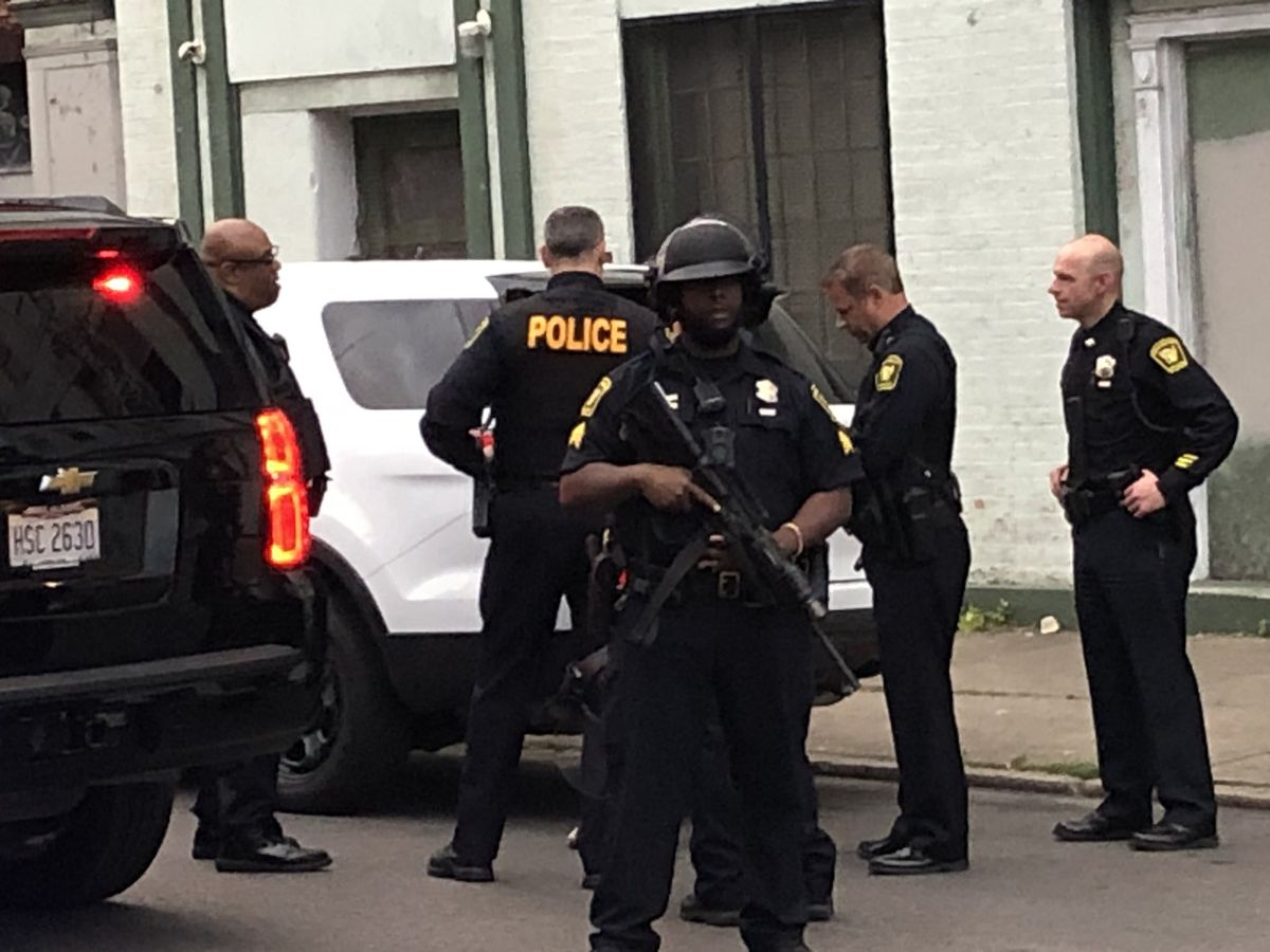 Police handcuff Enquirer journalist while arresting curfew-breakers in OTR