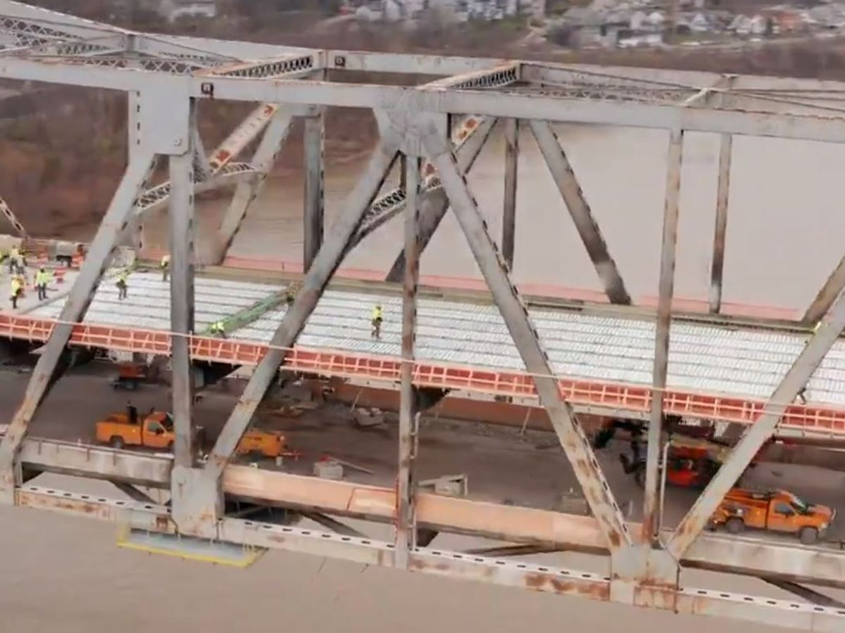 Brent Spence Bridge on schedule to reopen right before Christmas
