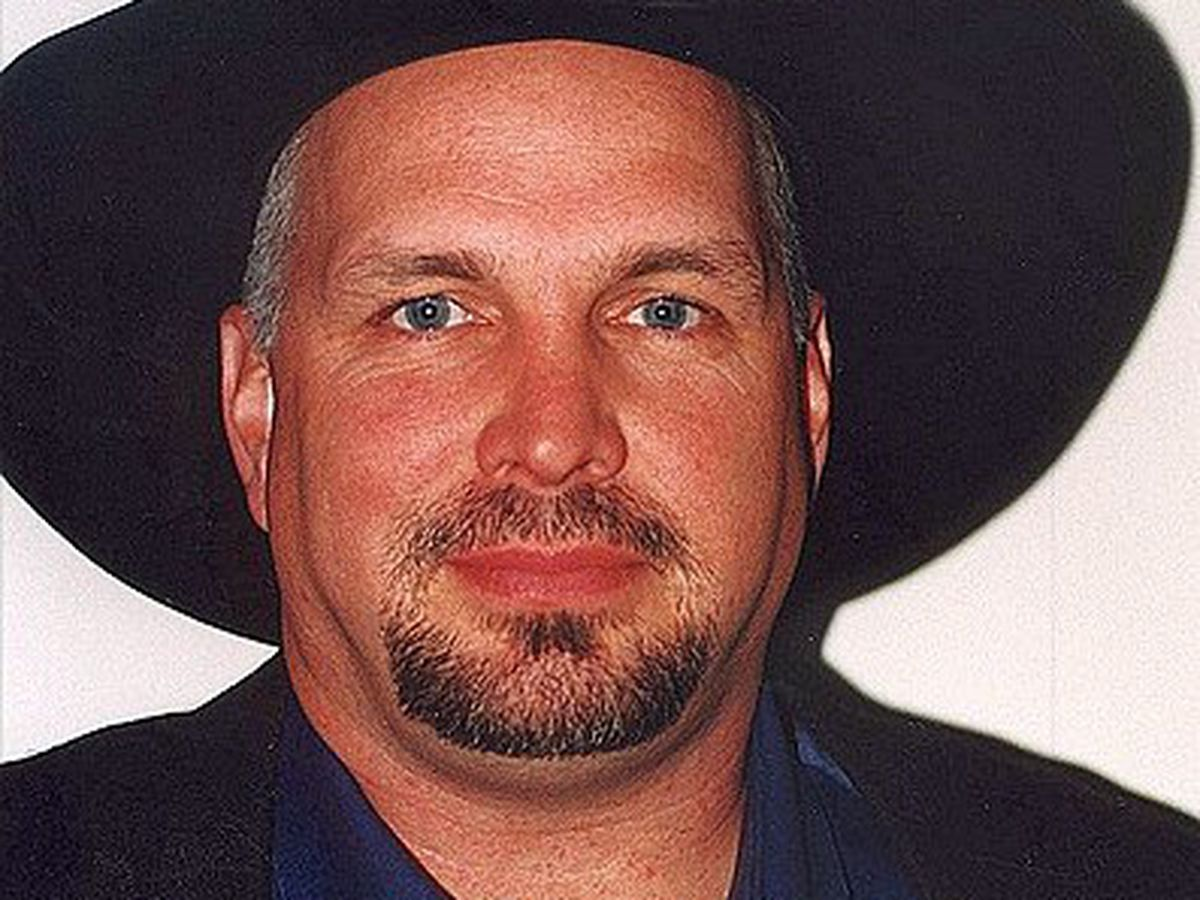40a76ea7a5ef Northern Ky. bar really hoping Garth Brooks sees this invite to stop by on  his