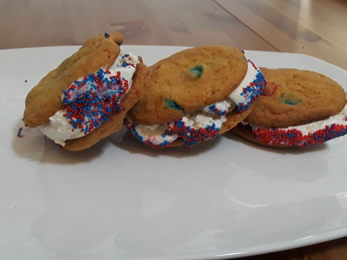 """How to make """"Red, White, and Blue"""" ice cream sandwiches"""