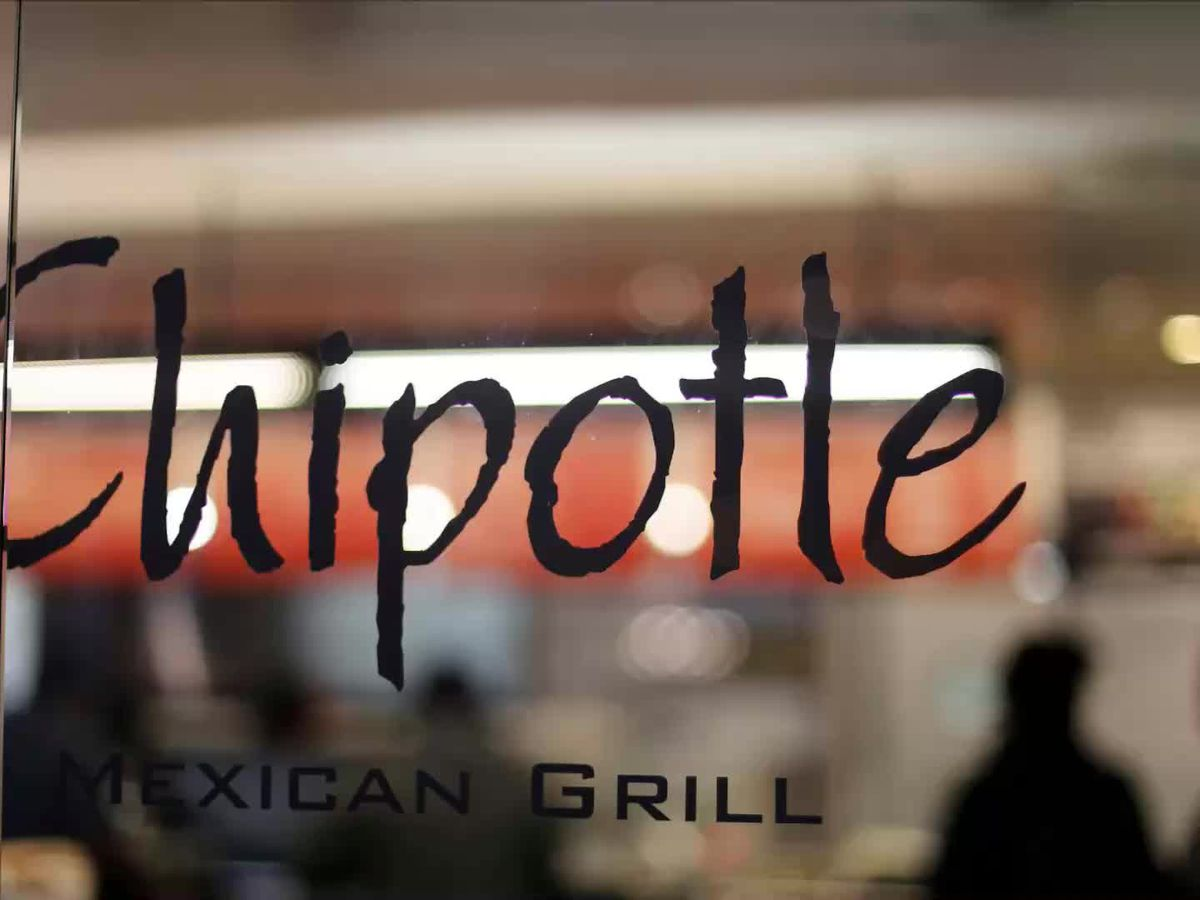 Chipotle looks to hire hundreds during upcoming hiring event