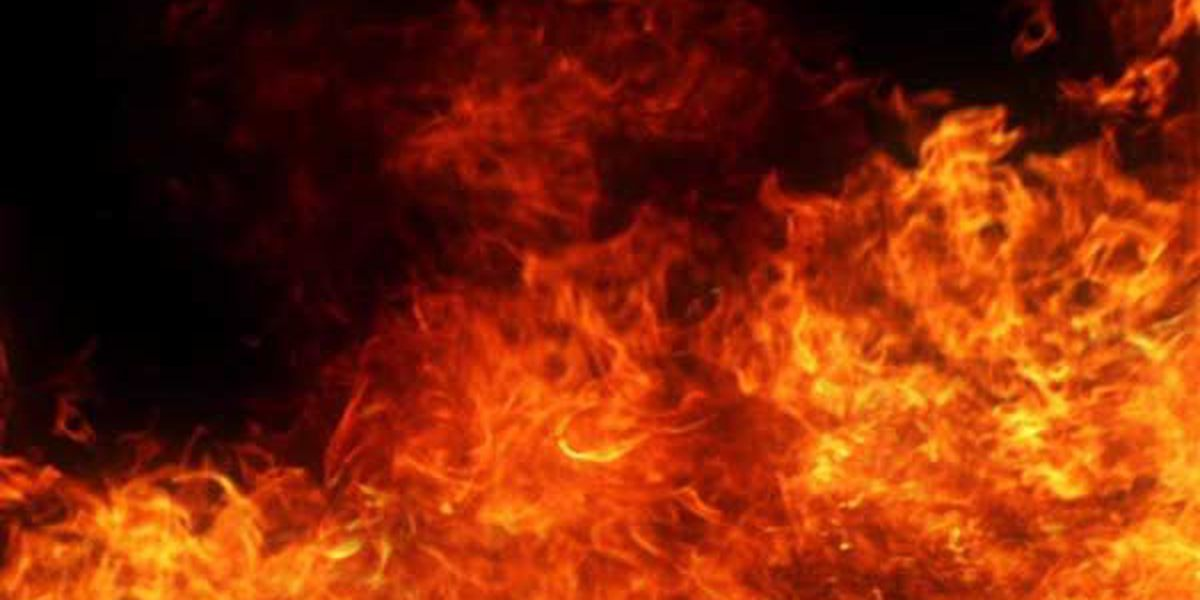 Firefighter suffers minor injuries during Price Hill blaze