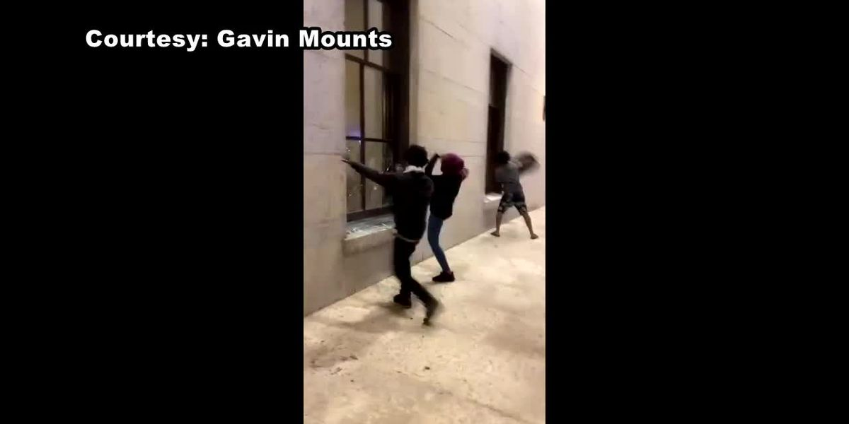 Ohio Statehouse windows smashed by George Floyd protesters in Columbus (video)
