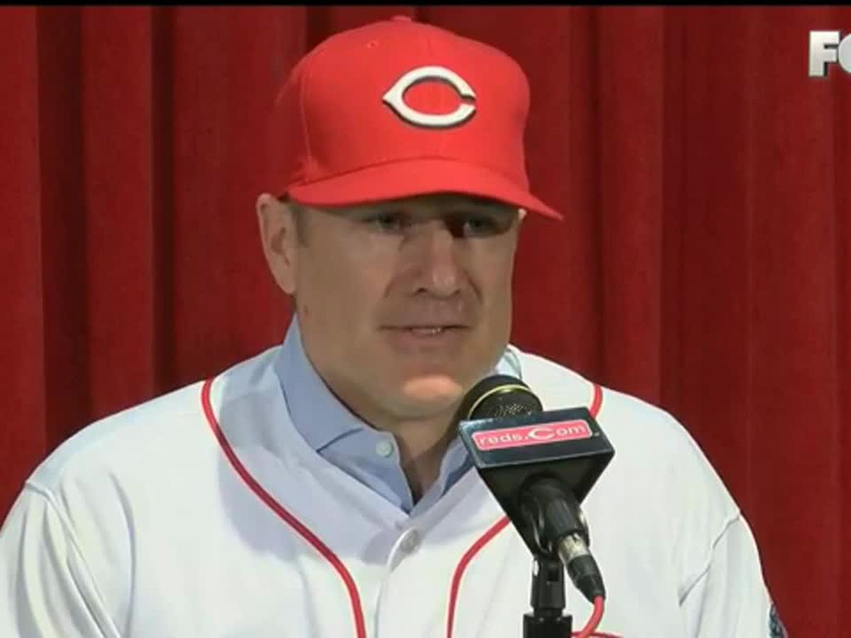 Reds drop series in Chicago, Manager David Bell 'concerned' about injuries