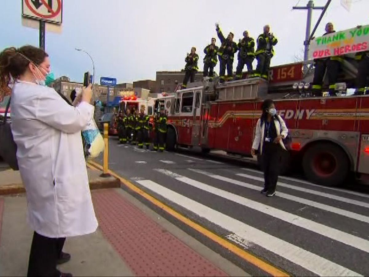 VIDEO: New York firefighters support, thank hospital workers
