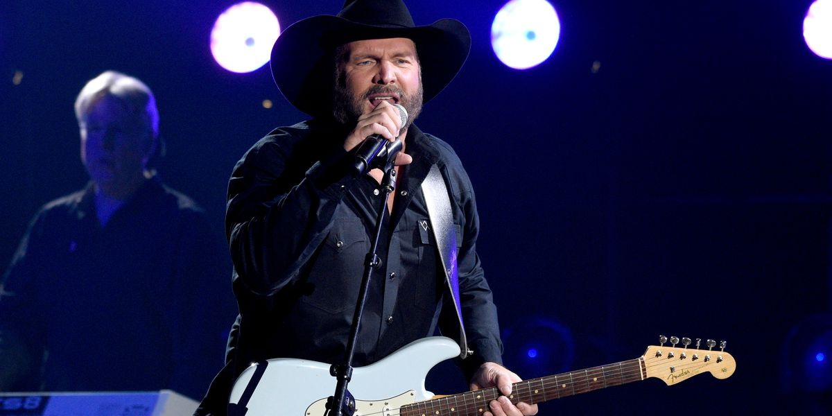 Hamilton and Amelia theatres to show Garth Brooks drive-in concert