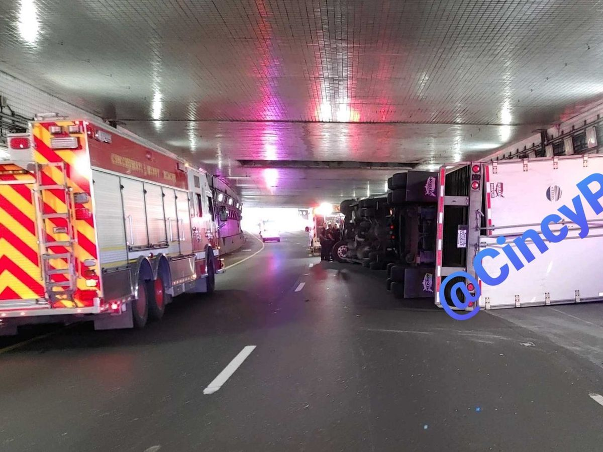 Overturned semi closes I-71 North in Downtown Cincinnati