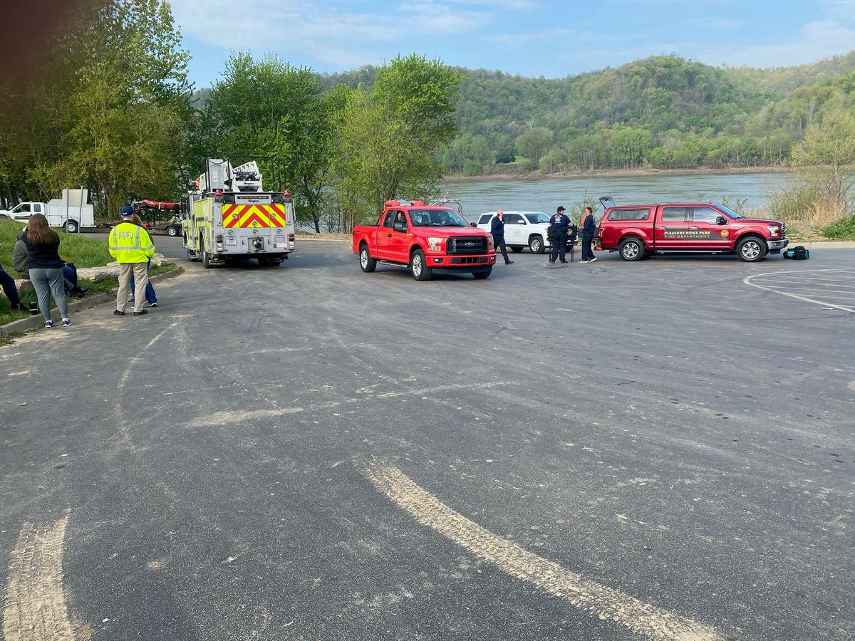One dead, two still missing after boats crash on Ohio River near Greenwood Boat Dock