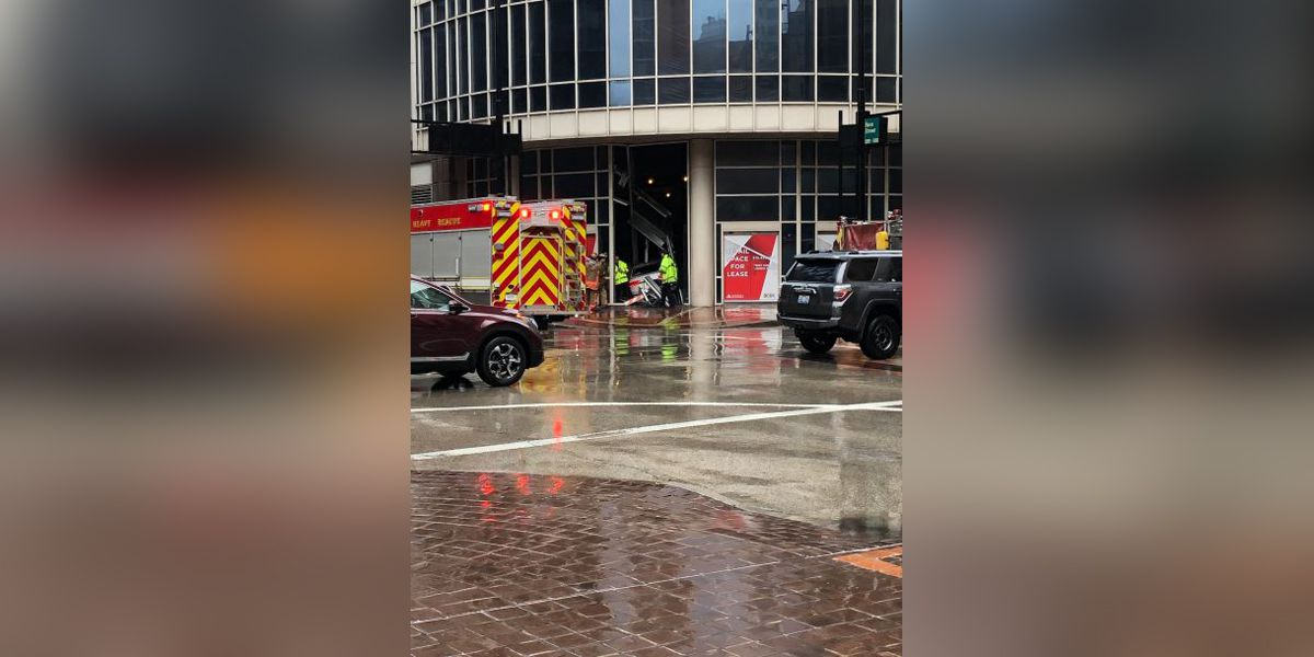 Driver crashes into vacant Macy's building downtown