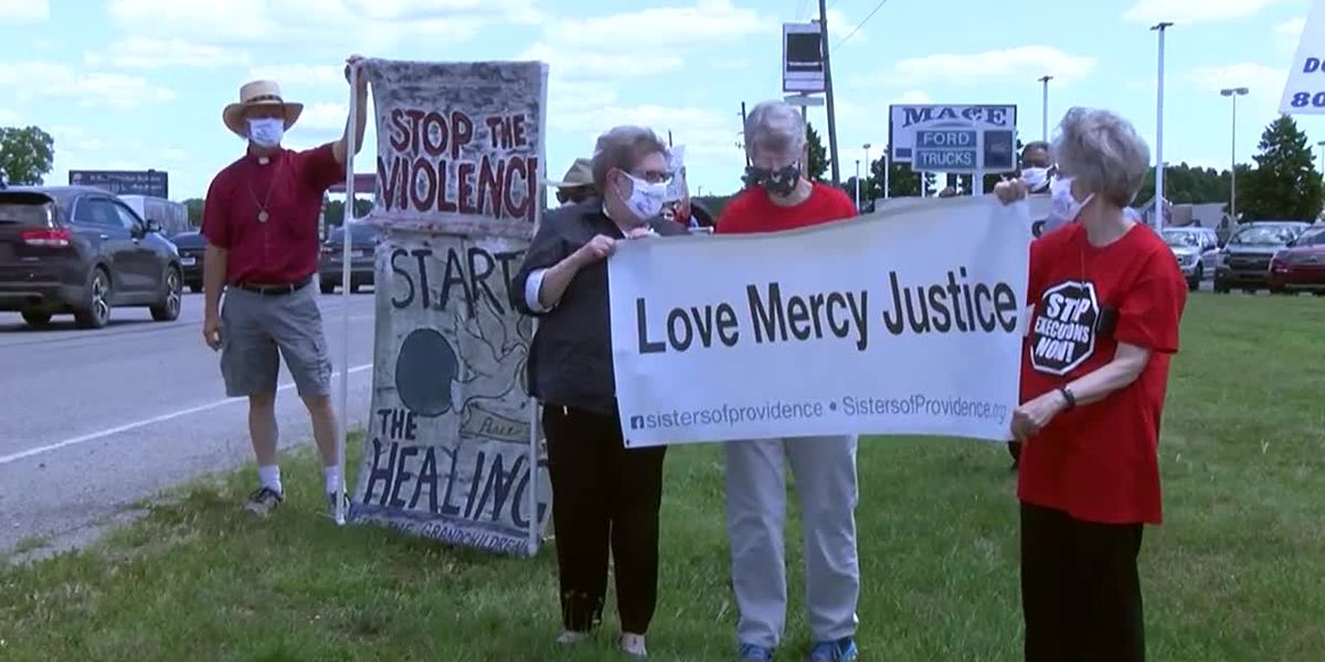 Protesters speak out against 1st federal executions in 17 years