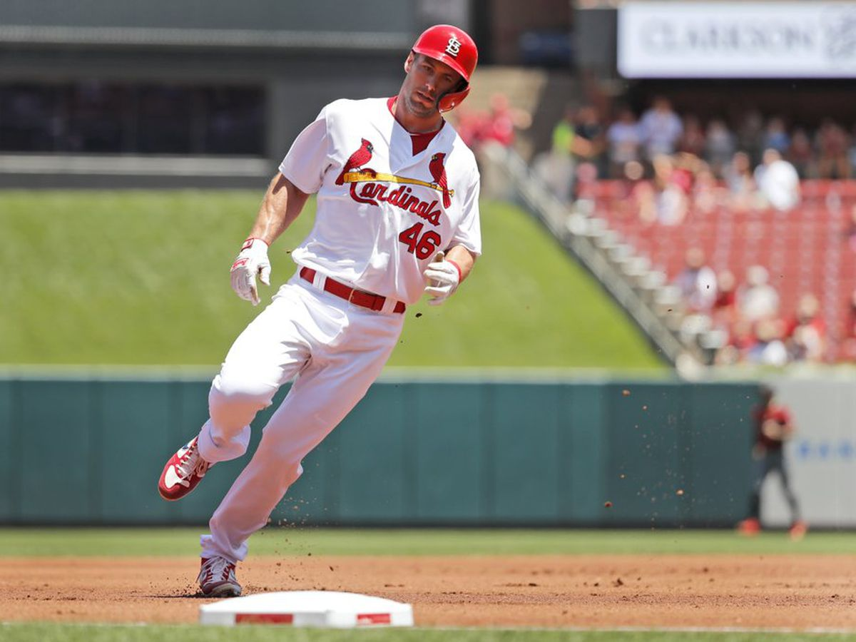 Reds split series with Cardinals after rally falls short