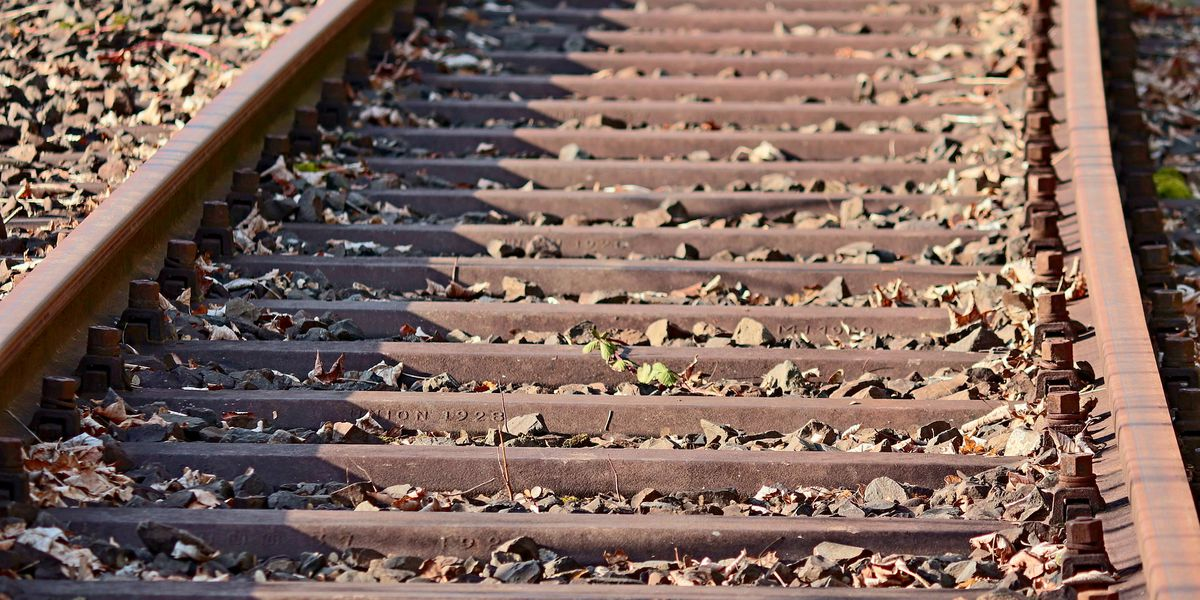 Man found dead on Middletown train tracks, fire department says
