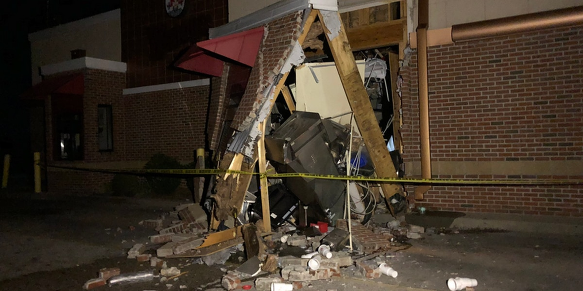 Semi crashes through front door of Indiana Wendy's